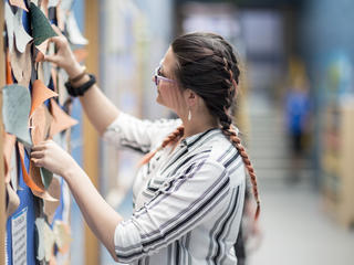 taster participant looking at post it notes on a wall